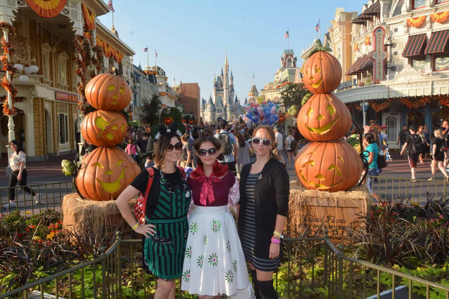 Disney Halloween Costumes: A Haunted Mansion DIY