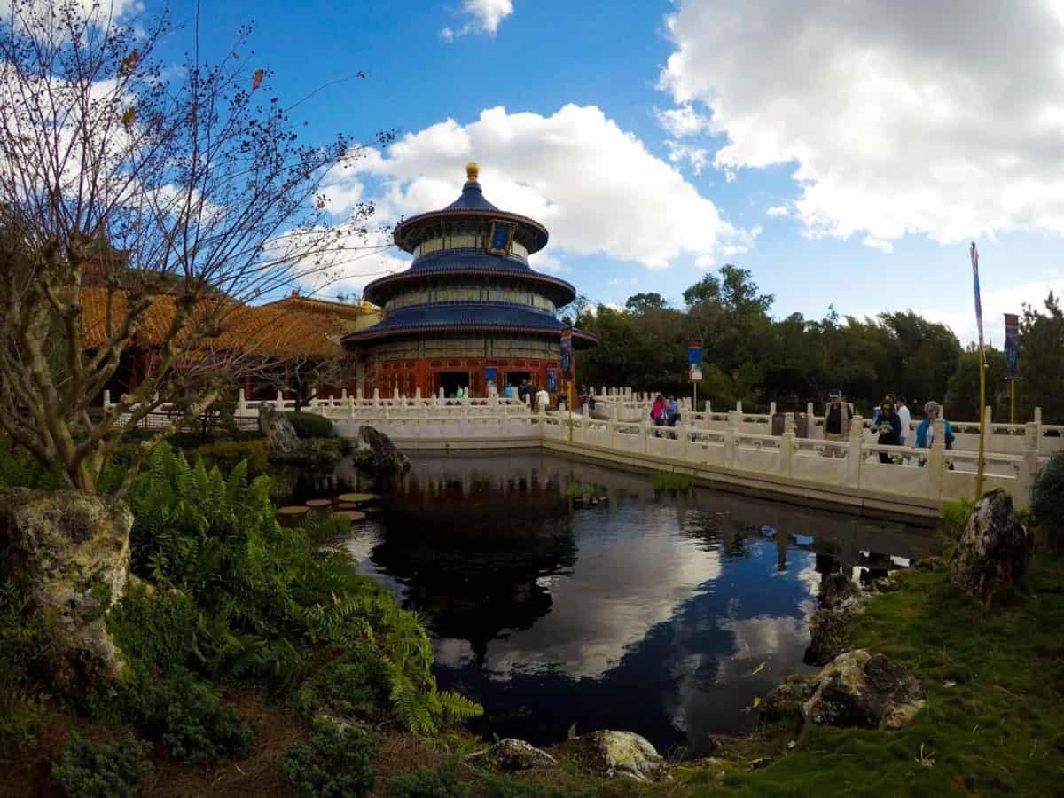 12 easy ways to save money on a Walt Disney World Vacation