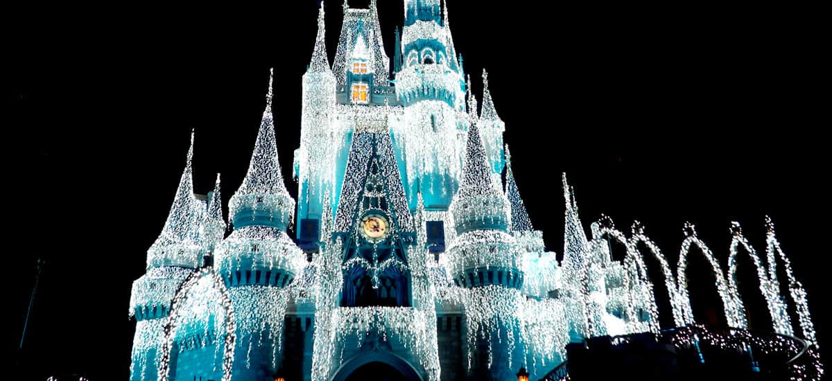 dismney at christmas a frozen holiday wish castle lighting