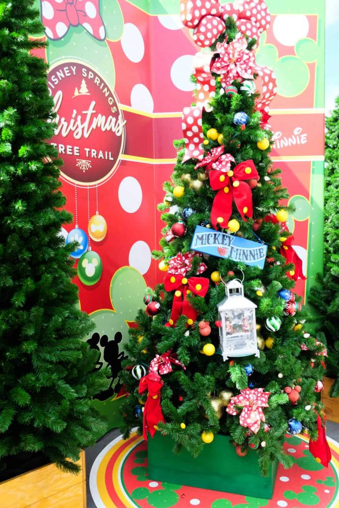 minnie mouse christmas tree at disney springs