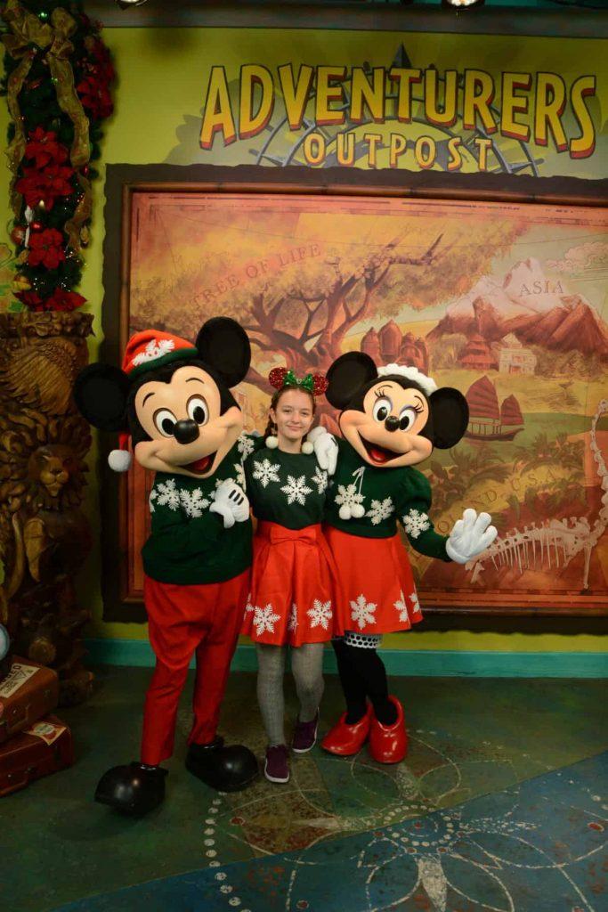 disney photo spots, disney holiday photos, disney christmas photos, disney holiday pictures, disney holiday photo opps