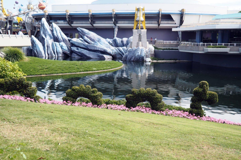 tomorrowland terrace at magic kingdom in the summer at disney #disneysummer