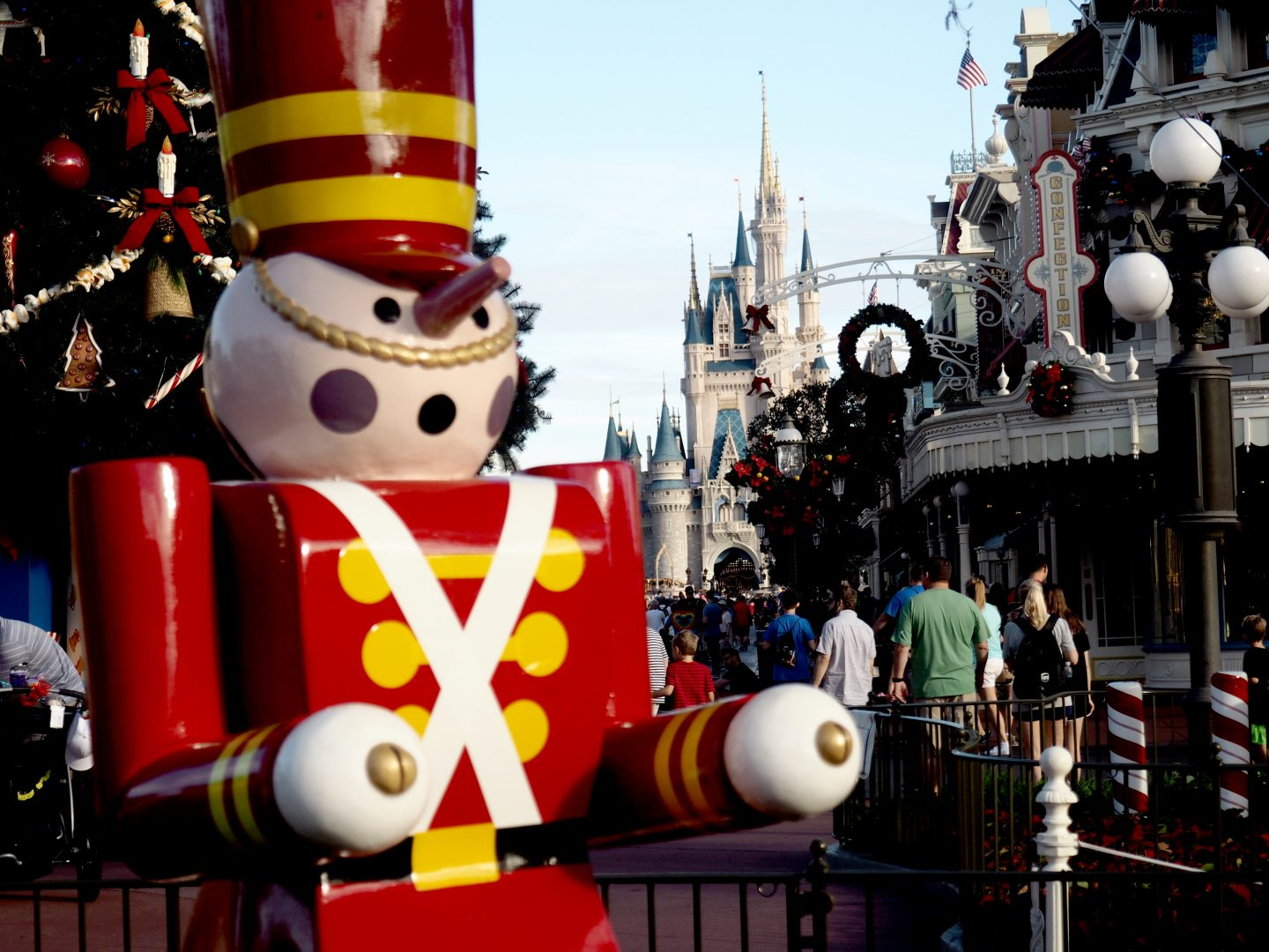 magic kingdom disney at christmas