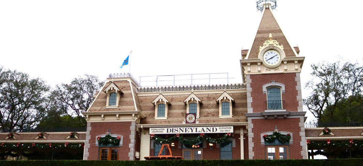 5 Must Do's at Disneyland this Holiday Season