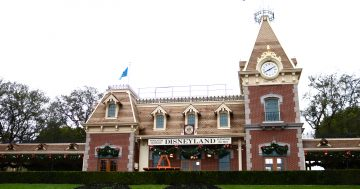 Holidays at Disneyland: 5 Must Do's