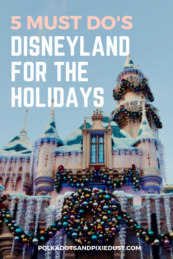5 must do's for Disneyland during the holidays. Our best tips for Disneyland at Christmas! #disneyland #disneychristmas #familytravel