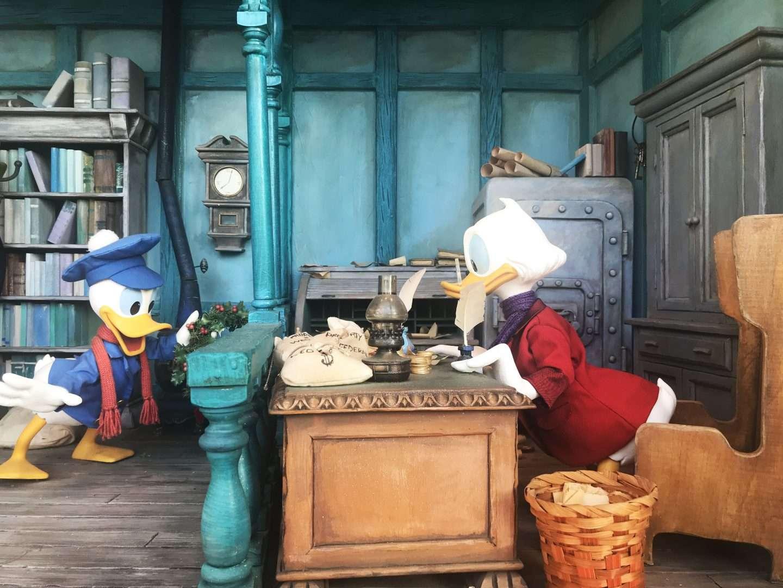 Mickeys Christmas Carol Pete.Mickey S Christmas Carol Lessons For Life Polka Dots And