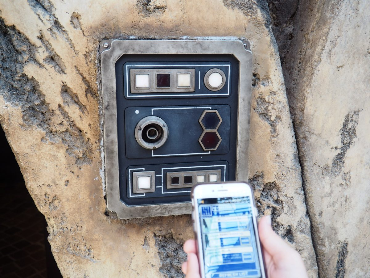 Star Wars Galaxy's Edge Interactive Game