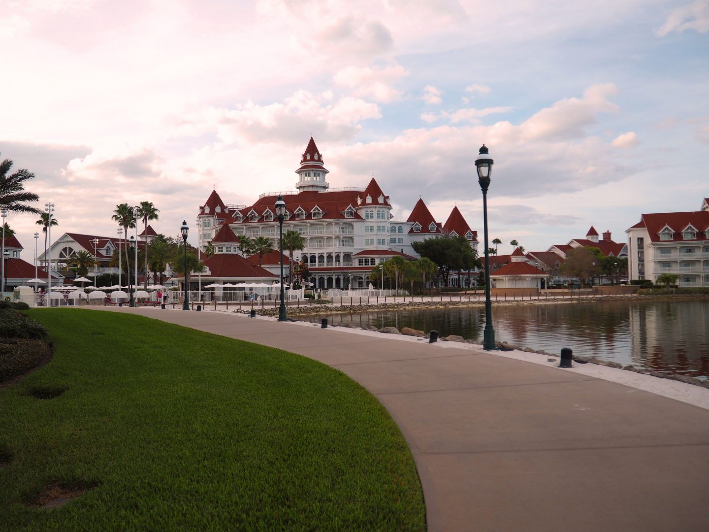 walkway from magic kingdom to grand floridian