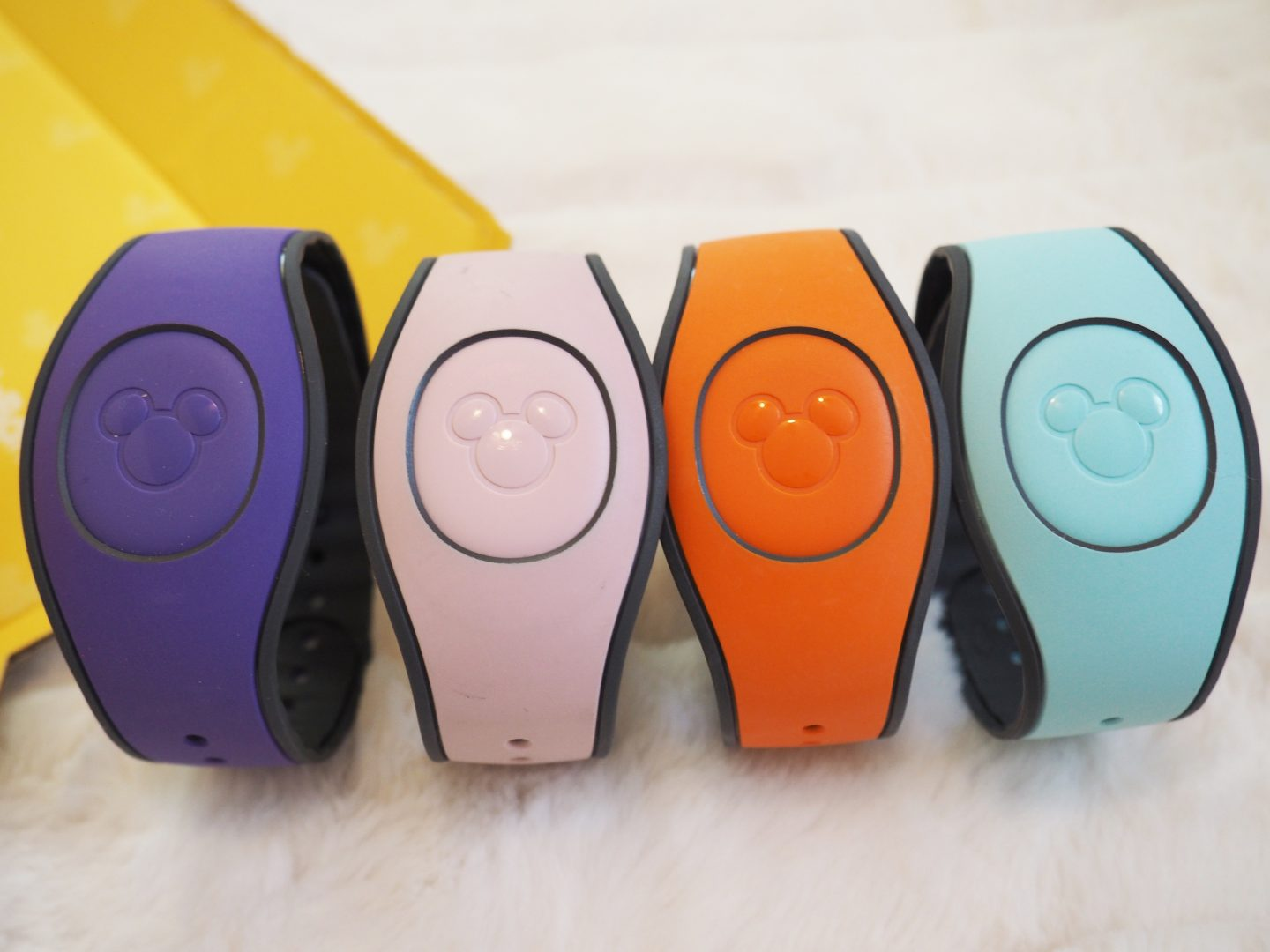 disney magic bands come in many colors