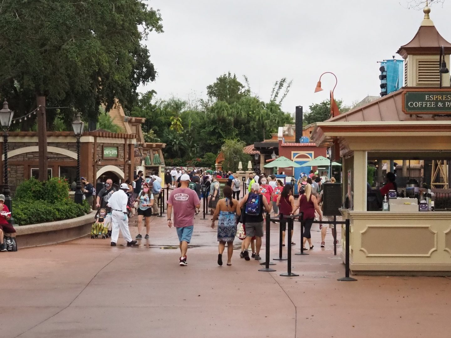 disney crowds at epcot