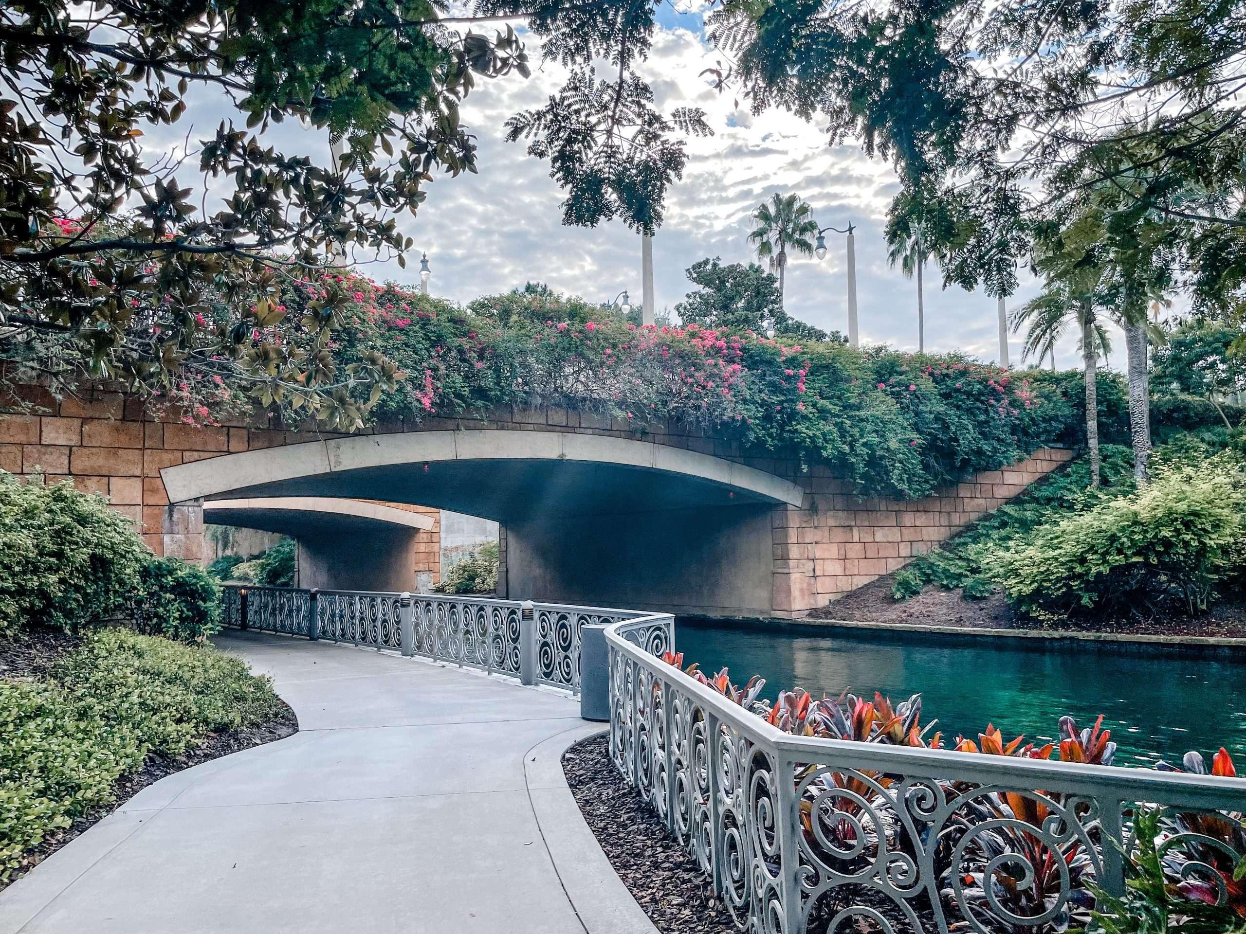 walking path universal studios